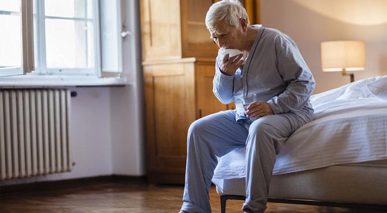 Ho nhiều về đêm là tình trạng ra khá phổ biến ở người già