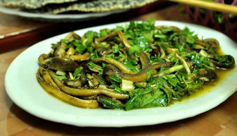 Lươn um lá lốt luôn nằm trong top đầu các món ăn phòng và chữa trị yếu sinh lý