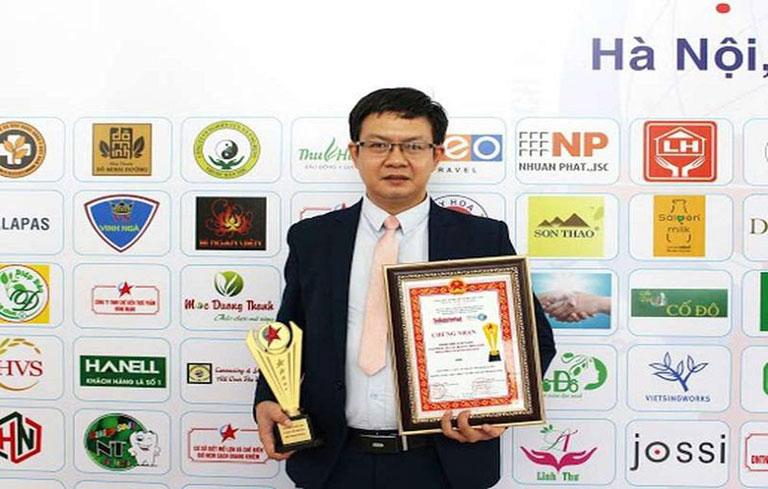 Lương y Đỗ Minh Tuấn.
