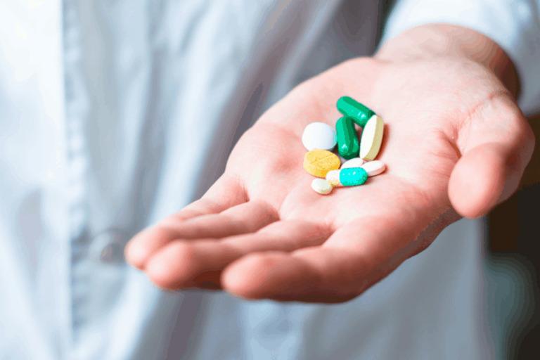 Dùng thuốc điều trị thoát vị đĩa đệm cần tuyệt đối tuân theo sự chỉ dẫn của bác sĩ
