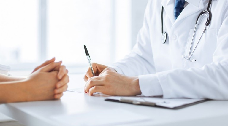 Đừng ngần ngại chia sẻ vấn đề tình dục sau mổ thoát vị đĩa đệm với bác sĩ