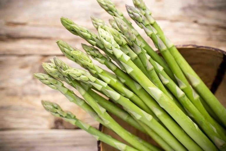 Măng tây cung cấp Kali và giúp cơ thể giảm được lượng cholesterol xấu. Nhờ đó thực phẩm này có tác dụng phòng và trị liệt dương