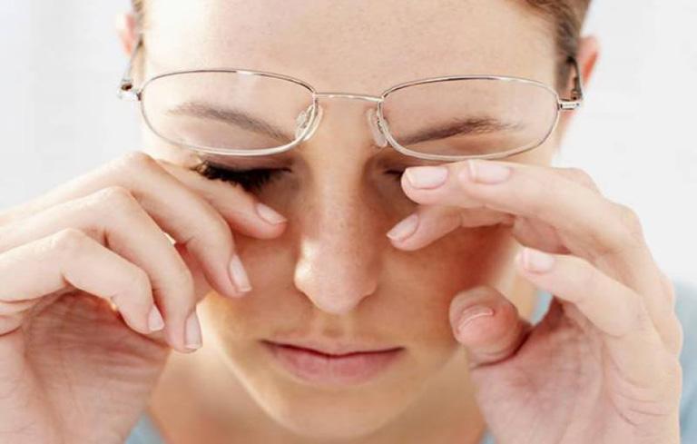 Mắt mờ do chủ quan không điều trị viêm xoang