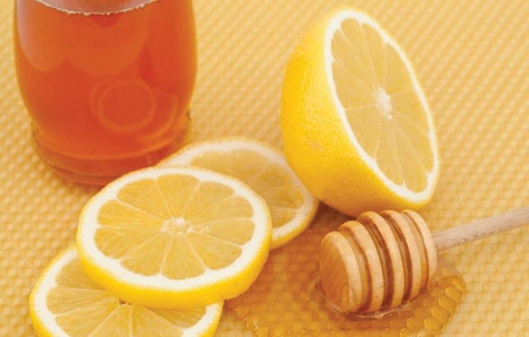 Kết hợp mật ong và chanh chữa viêm amidan cho trẻ