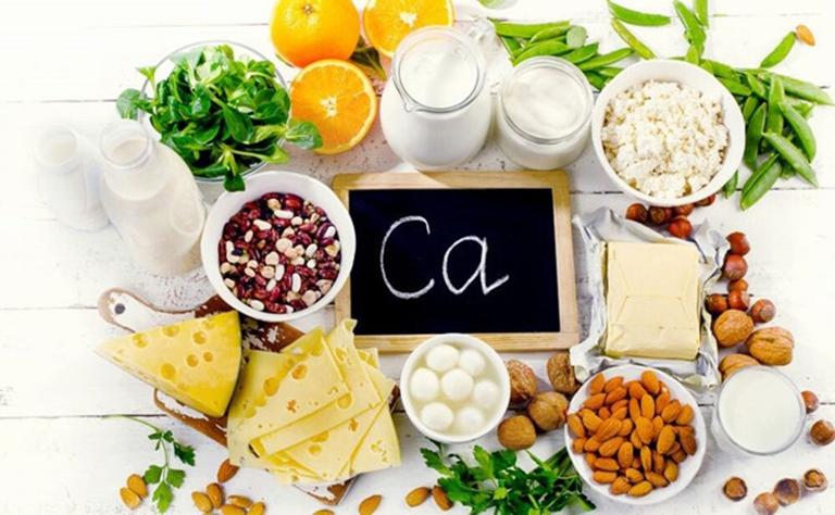 Sau mổ thoát vị đĩa đệm người bệnh nên tăng cường bổ sung thực phẩm giàu canxi