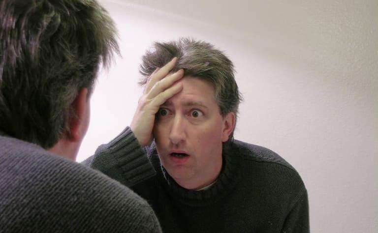 Căng thẳng quá mức là nguyên nhân gây yếu sinh lý và cũng là yếu tố có mối liên hệ mật thiết với tình trạng tóc bạc sớm