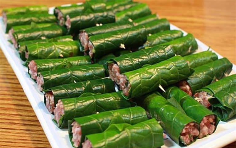 Món ăn từ lá lốt với thịt bò vừa giàu dinh dưỡng vừa cải thiện được các biểu hiện bệnh thoái hóa cột sống.