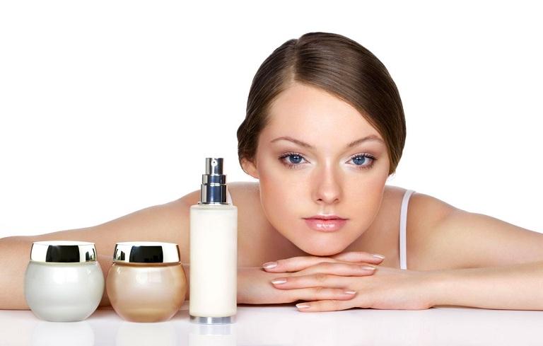 Lựa chọn mỹ phẩm trị mụn nên chọn sản phẩm có thành phần tự nhiên, an toàn cho da
