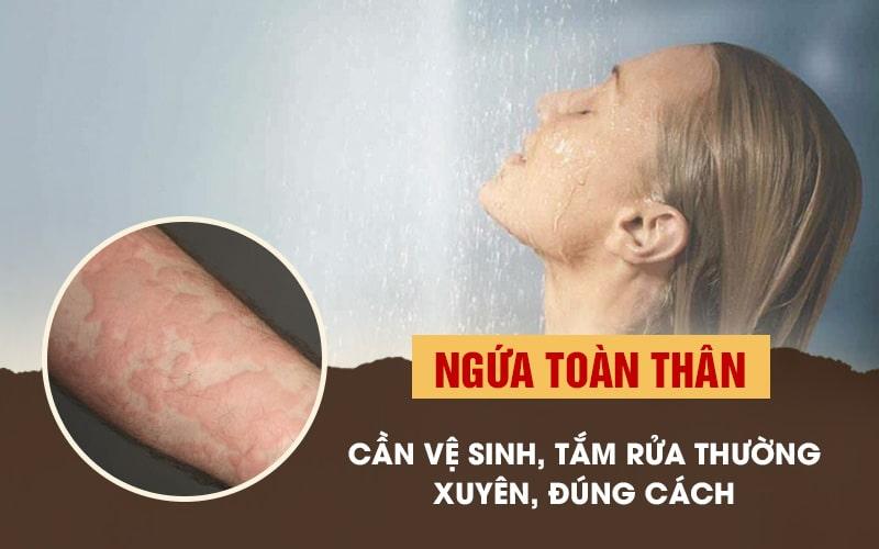 Bị ngứa da toàn thân cần tắm nhằm loại bỏ tác nhân gây bệnh từ bên ngoài