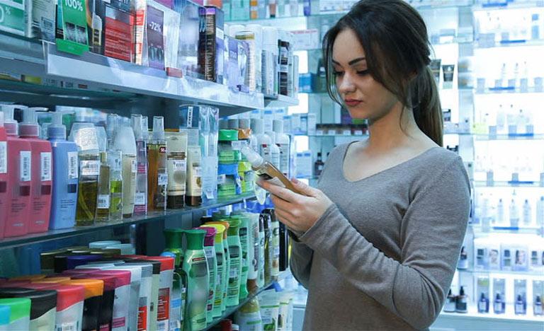 Người bệnh cần chú ý hạn sử dụng khi mua sản phẩm trị mụn