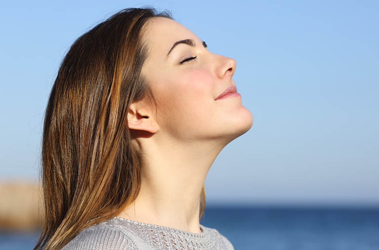 Chú ý đến hơi thở khi đi bộ