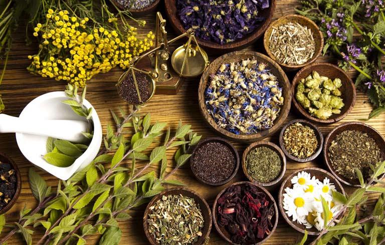 Nữ lương y Đỗ Hiển đã nghiên cứu và bổ sung thêm nhiều loại thảo dược để hoàn thiện bài thuốc phụ khoa gia truyền