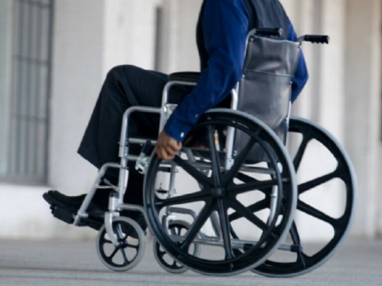 Rách vòng xơ đĩa đệm không điều trị kịp thời có thể gây bại liệt vĩnh viễn