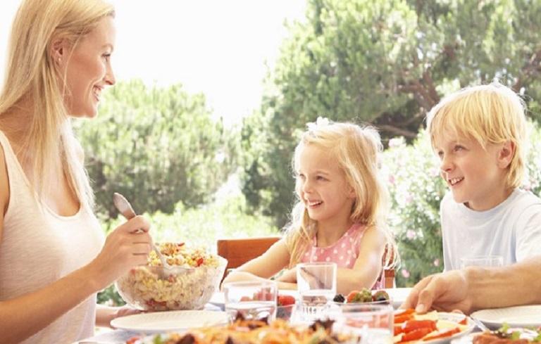 Sống tích cực, có một chế độ ăn uống, sinh hoạt lành mạnh là bí quyết để chúng ta vượt qua nỗi ám ảnh rong kinh