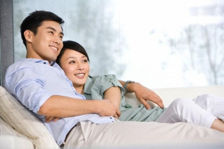 Ở độ tuổi trên dưới 30, con trai thường dành nhiều thời gian tâm sự khi nằm cạnh con gái