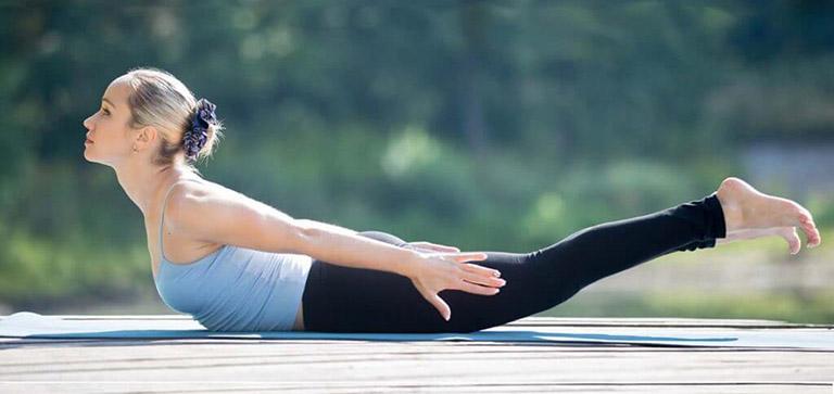 Tư thế yoga con châu chấu có tác dụng hỗ trợ điều trị thoát vị đĩa đệm rất tốt