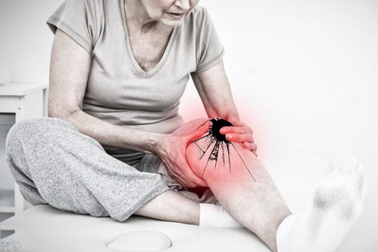 Tuổi cao, quá trình lão hóa diễn ra nhanh là nguyên nhân dẫn đến thoái hóa tại khớp gối