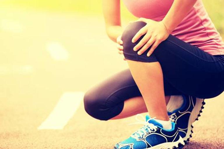 Thoái hóa khớp gối gây đau nhức, ảnh hưởng đến khả năng vận động của người bệnh