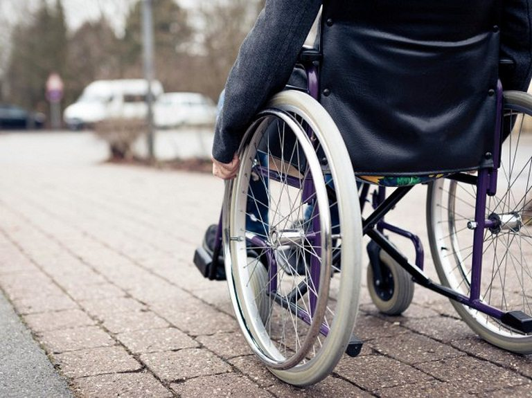 Thoát vị đĩa đệm cột sống cổ có thể gây bại liệt suốt đời