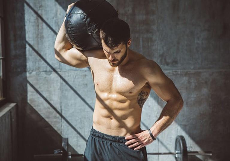 Người bị thoát vị đĩa đệm cột sống thắt lưng cần tránh những bài tập nặng. Đặc biệt là những bài tập với tạ
