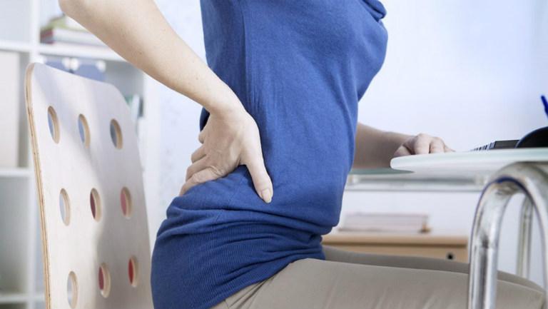 Thoát vị đĩa đệm gây đau buốt sống lưng, lan ra các vùng khác. Bệnh làm cản trở sinh hoạt thường ngày, làm giảm chất lượng cuộc sống.