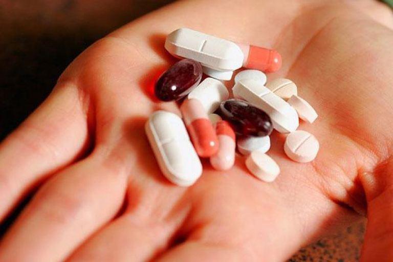 Với trường hợp nhẹ, thoát vị đĩa đệm ở người trẻ có thể được điều trị bằng thuốc Tây