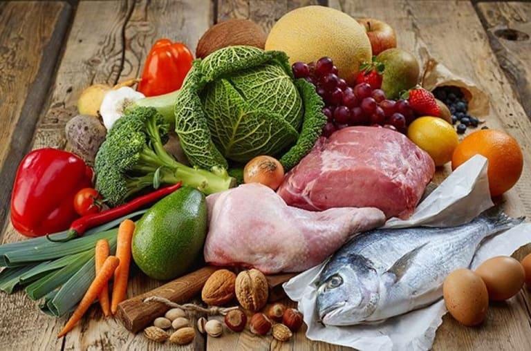 Thực hiện chế độ ăn uống hợp lý là cách giữ cho dương vật cương cứng lâu khi quan hệ