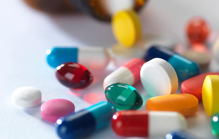 Thuốc Tây giúp trị triệu chứng bệnh nhanh chóng nhưng có thể gây tác dụng phụ