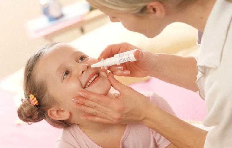 Sử dụng thuốc xịt viêm mũi dị ứng để giảm triệu chứng bệnh