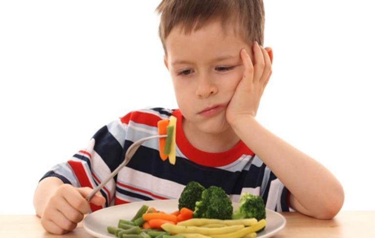 Khi bị viêm amidan trẻ có biểu hiện chán ăn