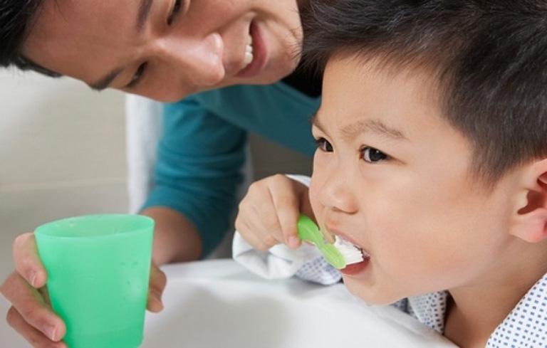 Lười vệ sinh răng miệng cũng là một nguyên nhân gây viêm amidan