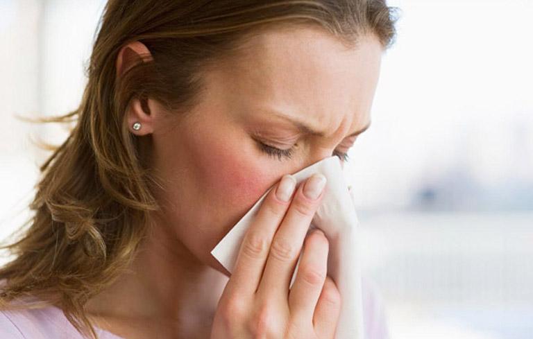 Nghẹt mũi, sổ mũi là triệu chứng viêm xoang nặng thường gặp