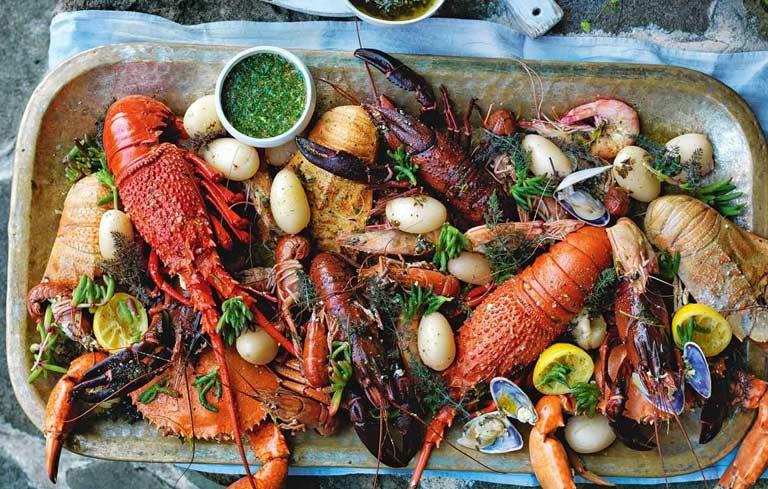 Ăn nhiều hải sản sẽ khiến bệnh viêm cổ tử cung thêm nghiêm trọng