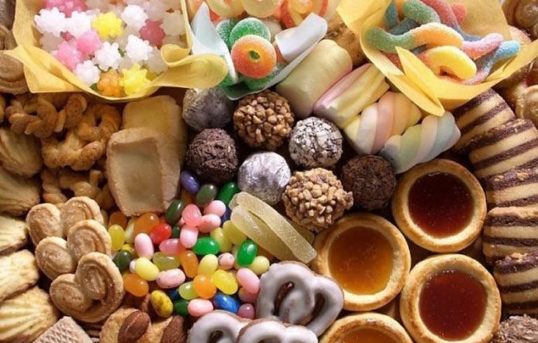 Người bị viêm cổ tử cung nên hạn chế ăn đồ ngọt