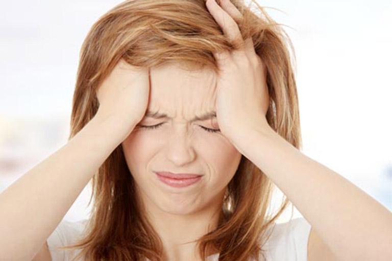 Đau đầu là biến chứng thương gặp của bệnh thoái hóa đốt sống cổ