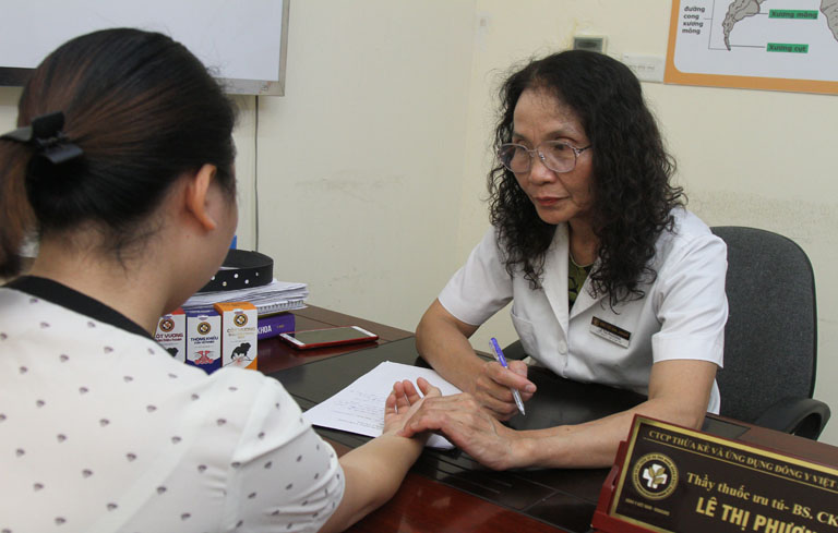 Bác sĩ Lê Phương là người trực tiếp khám và điều trị bệnh