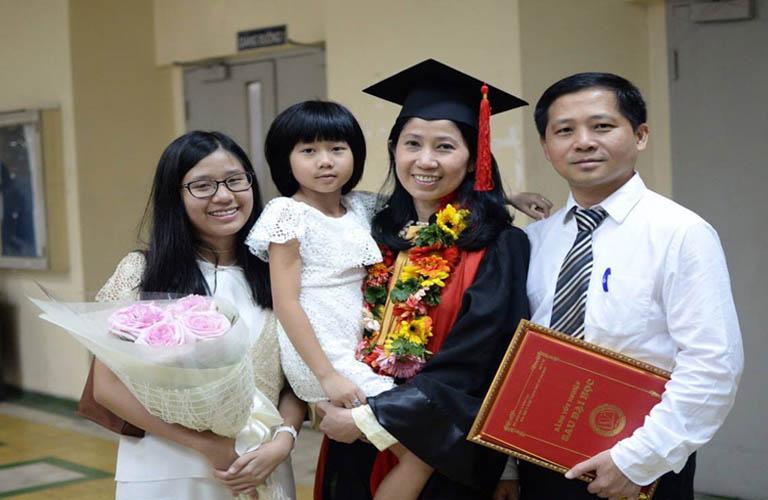 """Bác sĩ Vương Ngọc Lan được gọi là """"Bà mẹ của nghìn con"""""""