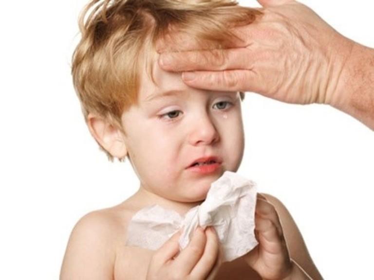 Tình trạng ho khản tiếng ở trẻ nhỏ do bệnh lý sẽ tiến triển rất nhanh. Do đó, bạn cần nhanh chóng đưa trẻ đến bác sĩ.