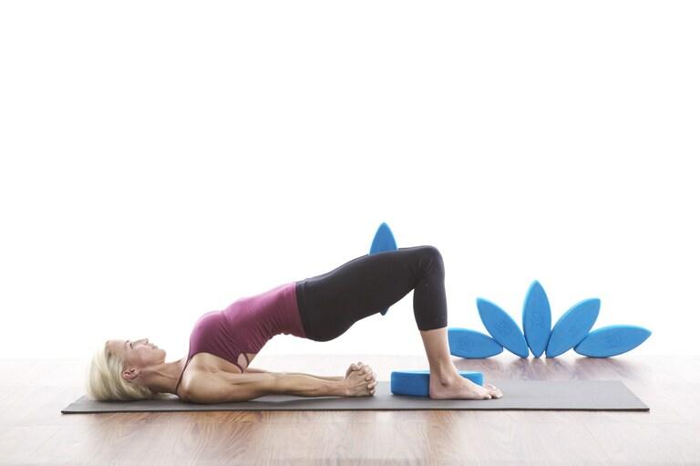 cách tập yoga chữa đau lưng