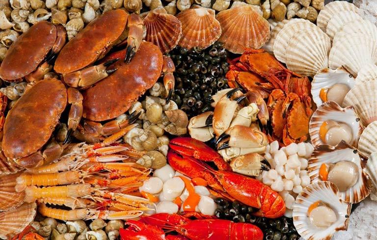 Người bệnh nên tránh ăn hải sản