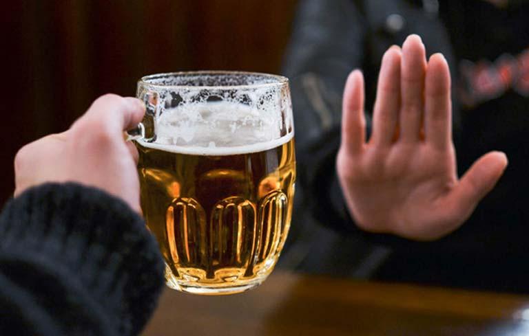 Bệnh nhân tai biến cần kiêng rượu bia