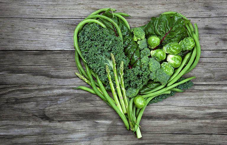 Bổ sung rau xanh tốt cho người bị vảy nến