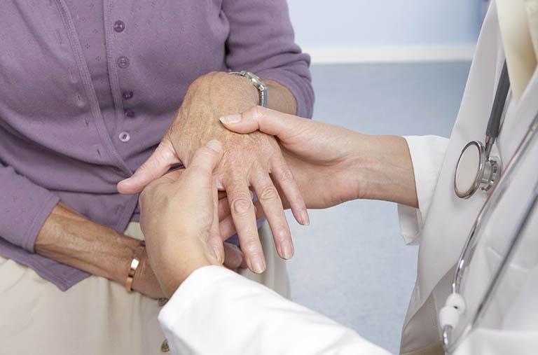 Viêm khớp dạng thấp được điều trị như thế nào?