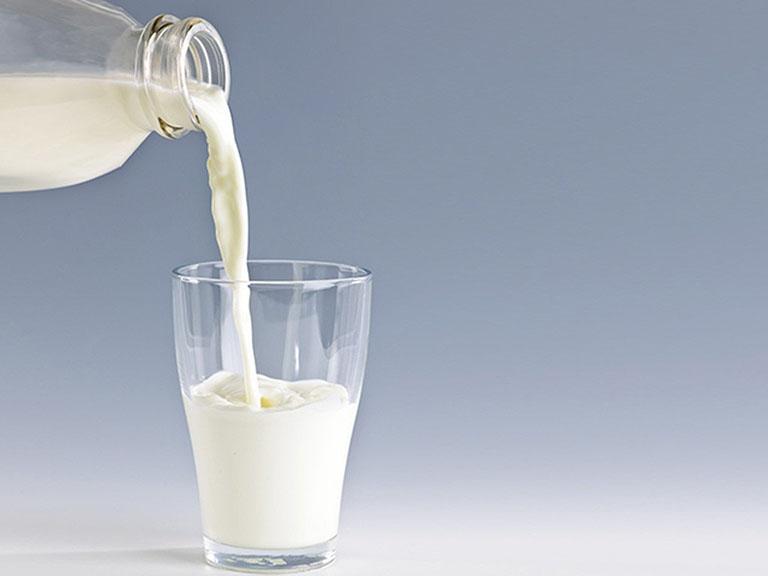 Các loại sữa dành cho người thoái hóa cột sống