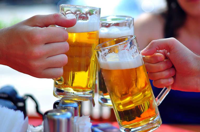 Rượu, bia, chất kích thích và thực phẩm chứa cồn