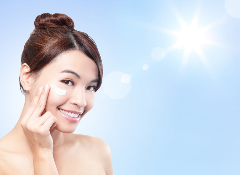 Bôi kem chống nắng phù hợp để bảo vệ da khỏi tác hại của ánh nắng mặt trời
