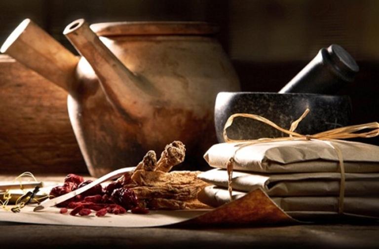 Dùng các bài thuốc dân gian chữa thoái hóa đốt sống cổ dạng sắc uống cần tuân theo liều lượng. Không tự ý phối trộn các dược liệu với nhau.