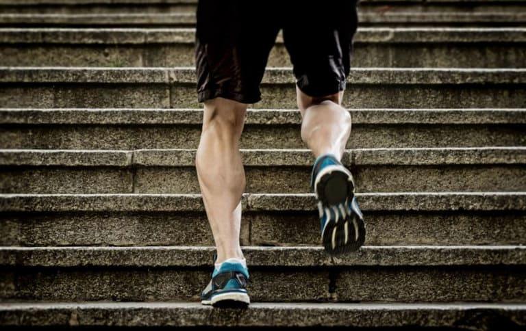 Thực hiện lối sống lành mạnh và luyện tập thể dục vừa sức hằng ngày là cách an toàn để bạn làm chậm lại thời kỳ mãn dục.