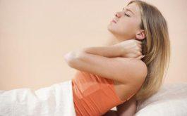 Đau vai gáy sau khi ngủ dậy là tình trạng rất nhiều người mắc phải. Trong đó, đa phần là những cơn đau cơ học.