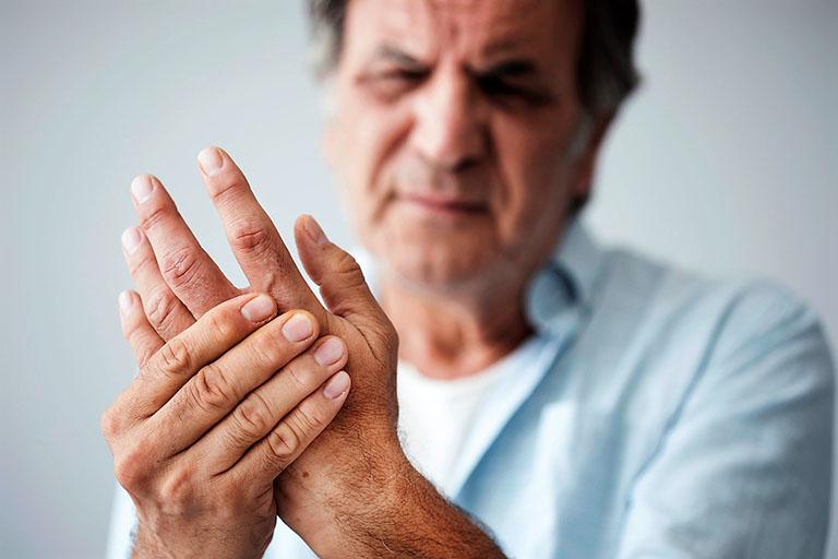 Cách làm giảm đau nhức xương khớp khi trời lạnh